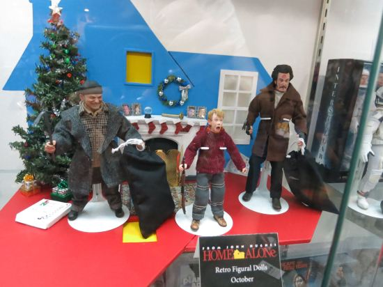 Very cute Home Alone action figure set (NECA).